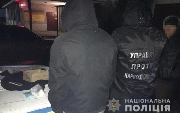 На почте на Луганщине задержали двух мужчин с наркотиками